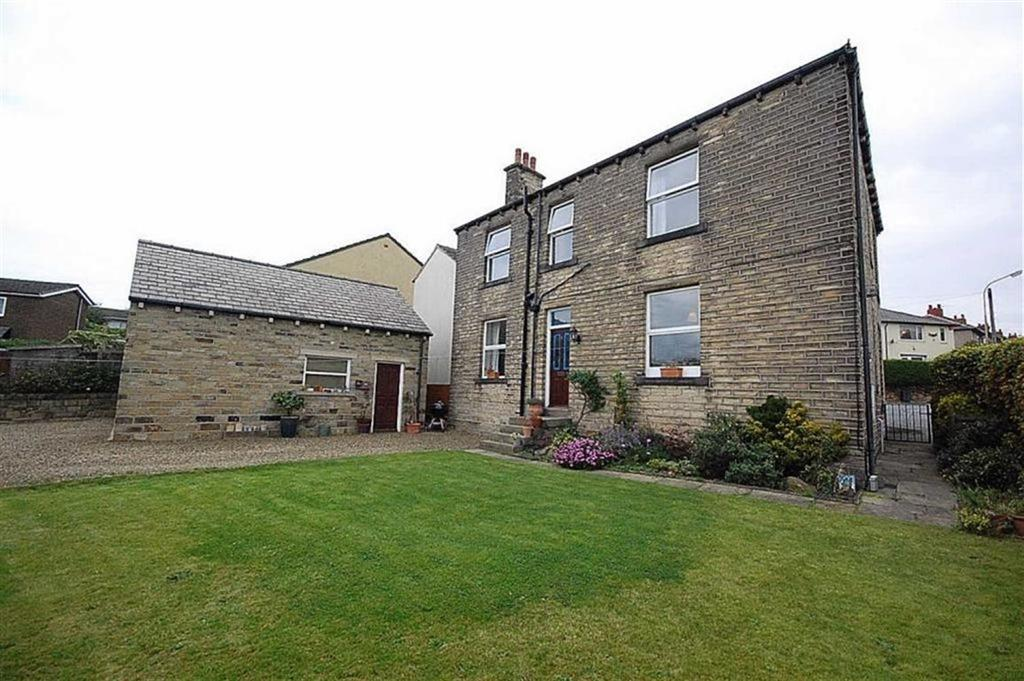 5 Bedrooms Semi Detached House for sale in Bankfield Lane, Kirkheaton, Huddersfield, HD5