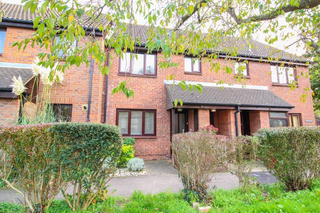 1 Bedroom Ground Maisonette Flat for sale in Consort Close, Warley, Brentwood, Essex, CM14
