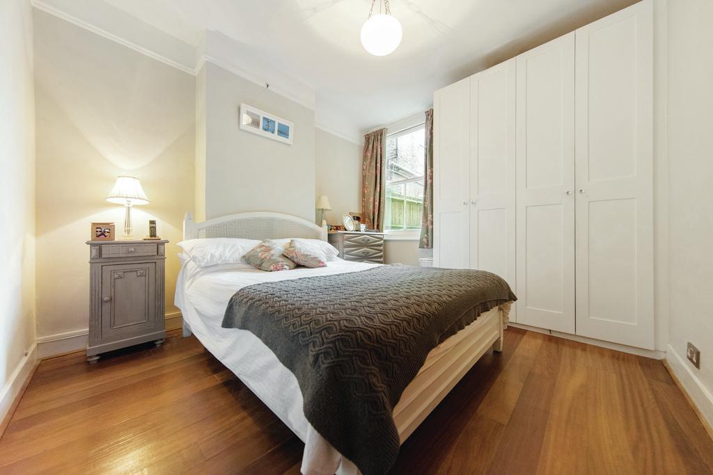 2 Bedrooms Flat for sale in Trentham Street, SW18