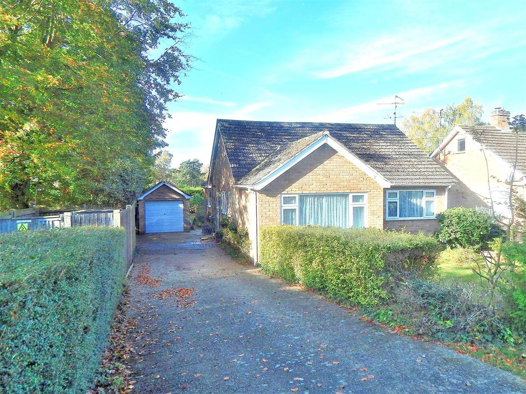 2 Bedrooms Detached Bungalow for sale in Hunstanton Road, Dersingham, King's Lynn