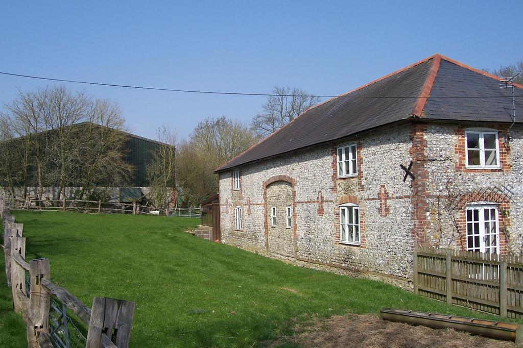 2 Bedrooms Barn Character Property for rent in Cowdown Barn 2, Cowdown Farm, Cowdown Lane, Compton, Chichester PO18