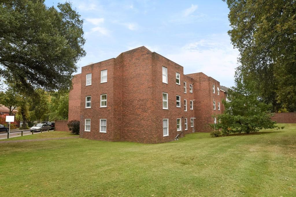 2 Bedrooms Flat for sale in Lee Park, Blackheath