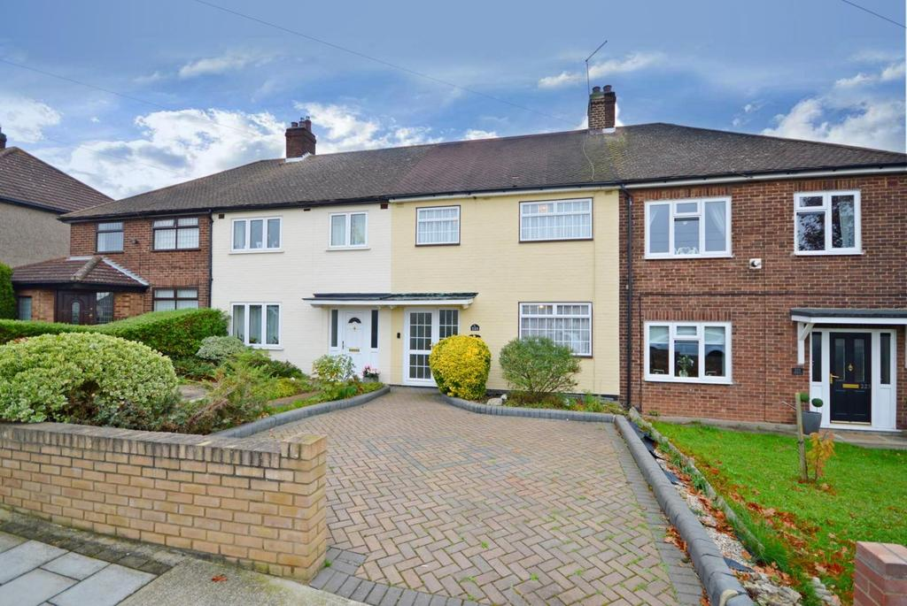 3 Bedrooms Terraced House for sale in Goodwood Avenue, Hornchurch, Essex, RM12