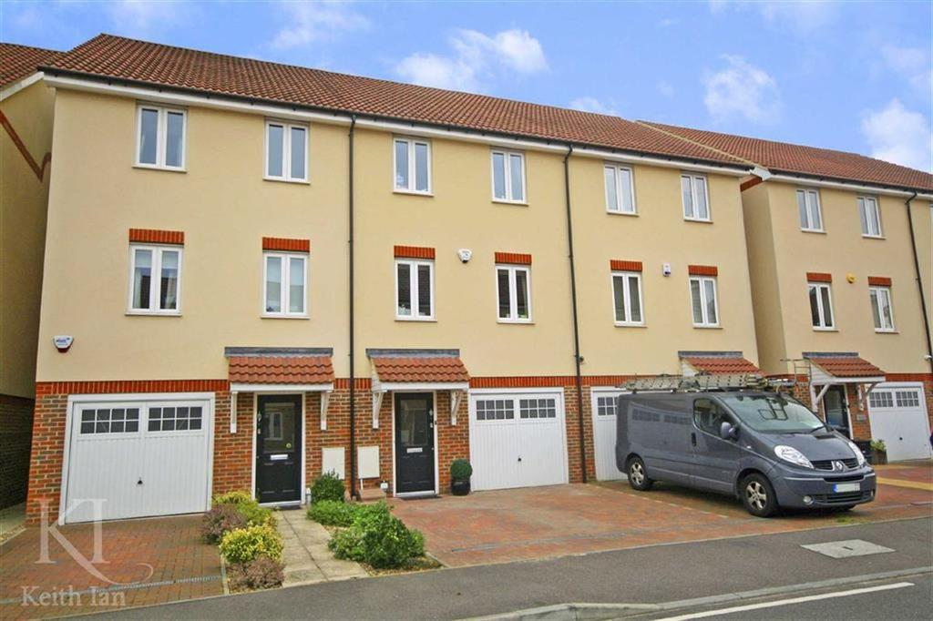 4 Bedrooms Terraced House for sale in Robinia Road, Turnford