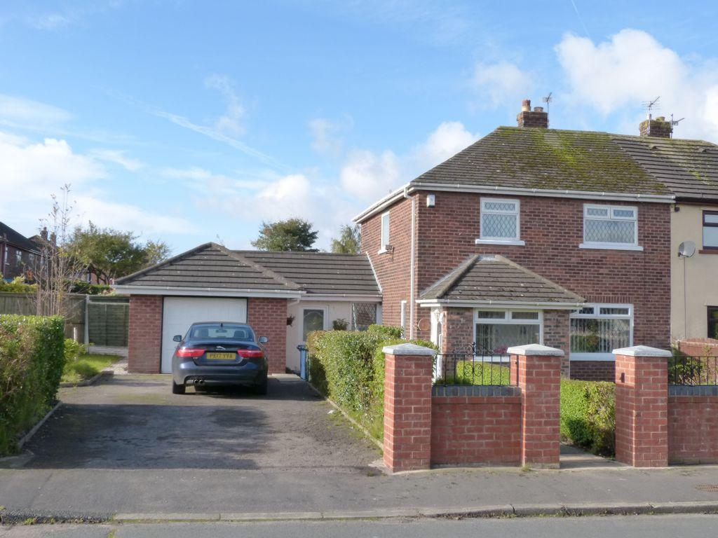 3 Bedrooms Semi Detached House for sale in Manor Road, Burscough, L40