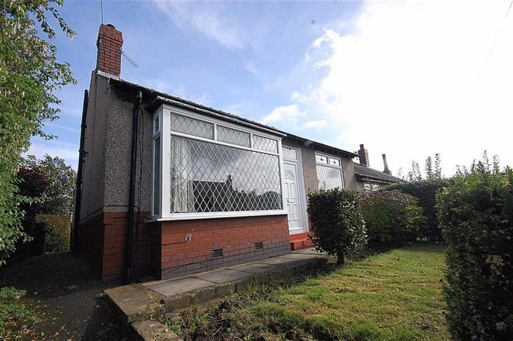 2 Bedrooms Semi Detached Bungalow for sale in Cowcliffe Hill Road, Cowcliffe, Huddersfield, HD2