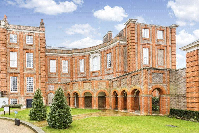 2 Bedrooms Flat for sale in Roehampton House, Vitali Close, SW15