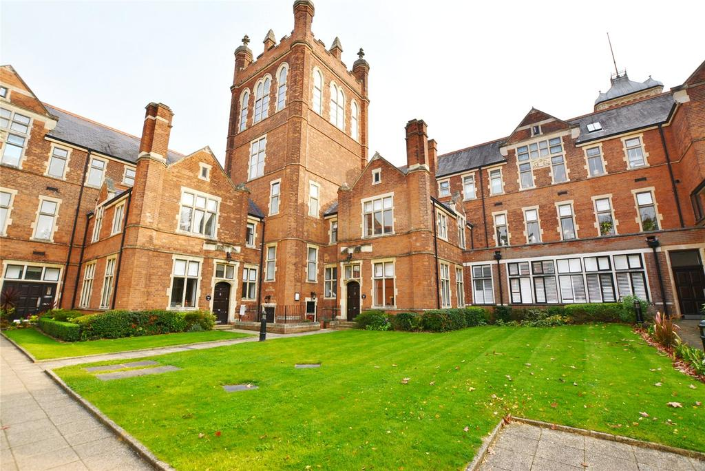 2 Bedrooms Apartment Flat for sale in Connaught House, Royal Connaught Drive, Bushey, Hertfordshire, WD23