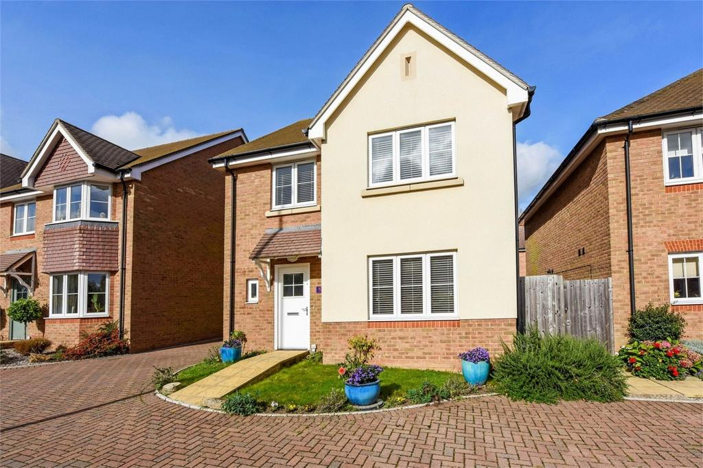 4 Bedrooms Detached House for sale in Charters Close, Four Marks, Alton