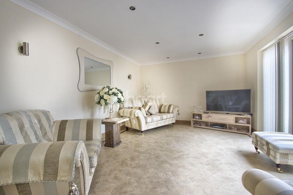 3 Bedrooms Bungalow for sale in Hall Road, Outwell