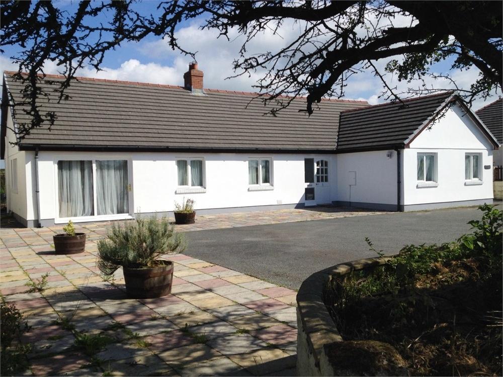 3 Bedrooms Detached Bungalow for sale in Tir Hen, Glandy Cross, Efailwen, CLYNDERWEN, CLUNDERWEN, Carmarthenshire