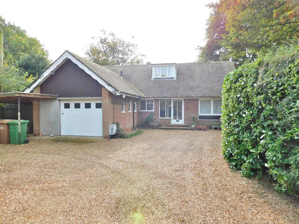 3 Bedrooms Detached Bungalow for sale in Chapel Road, Dersingham, King's Lynn