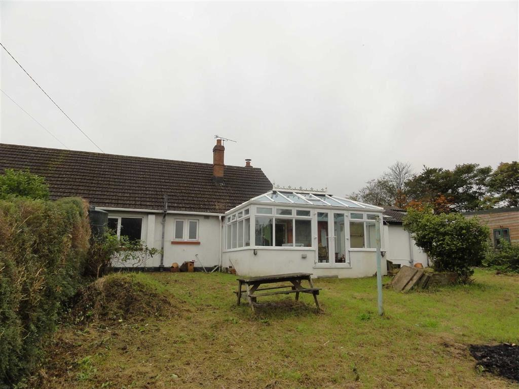 4 Bedrooms Bungalow for sale in Court Bungalows, Winkleigh, Devon, EX19