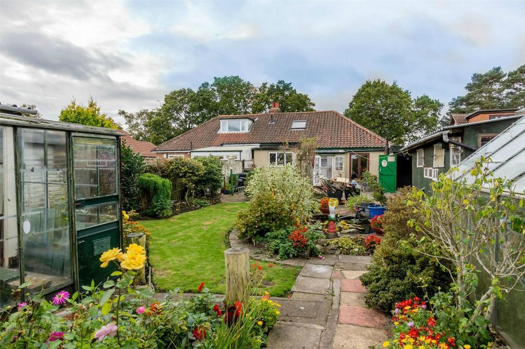 4 Bedrooms Semi Detached Bungalow for sale in Moor Lane, Strensall, York
