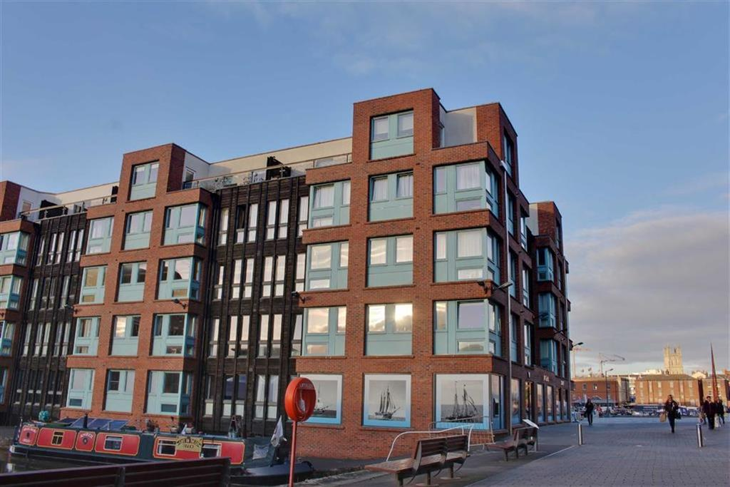 2 Bedrooms Penthouse Flat for sale in Barge Arm, Gloucester