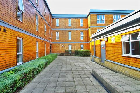 1 bedroom flat - Tonbridge Road, ME16