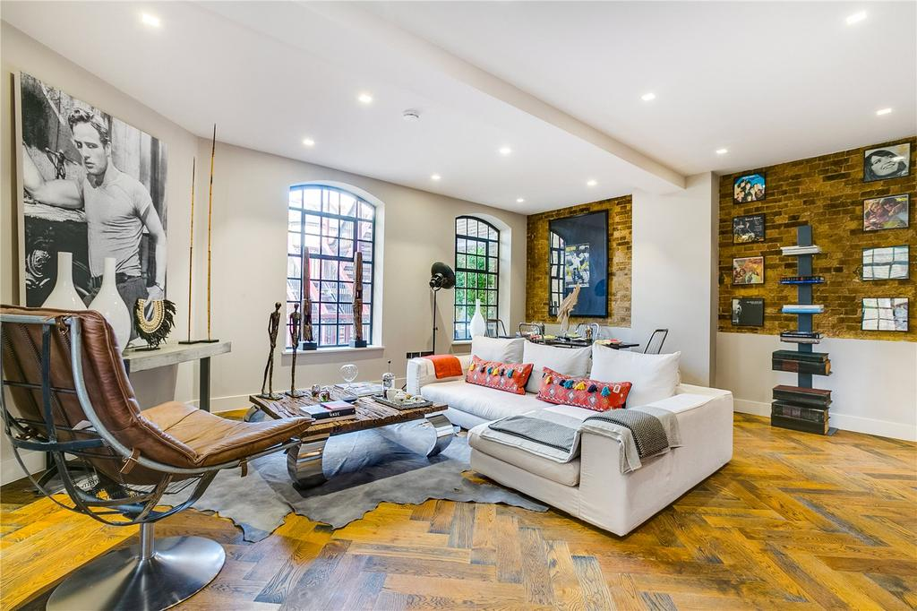2 Bedrooms Flat for sale in Mandeville Courtyard, Warriner Gardens, London