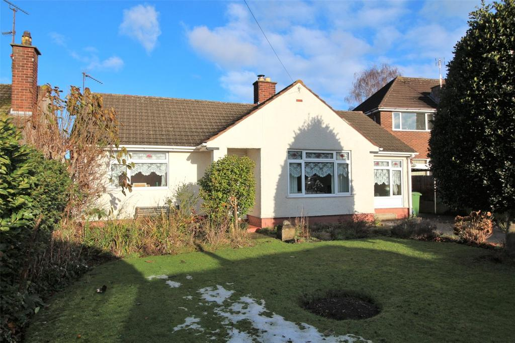 3 Bedrooms Detached Bungalow for sale in Smithy Close, Wrexham, LL12