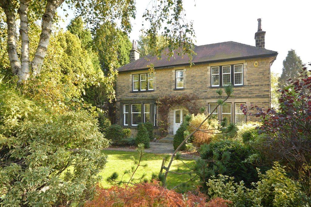 4 Bedrooms Detached House for sale in Greystones, Outwood Lane, Horsforth, Leeds, West Yorkshire