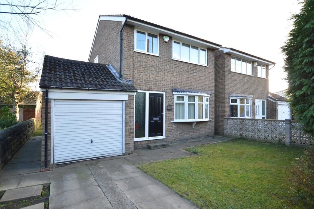 3 Bedrooms Detached House for sale in Bradford Road, Tingley, Wakefield