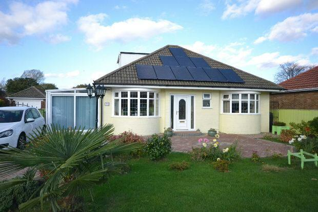 2 Bedrooms Detached Bungalow for sale in Westward Ho, GRIMSBY