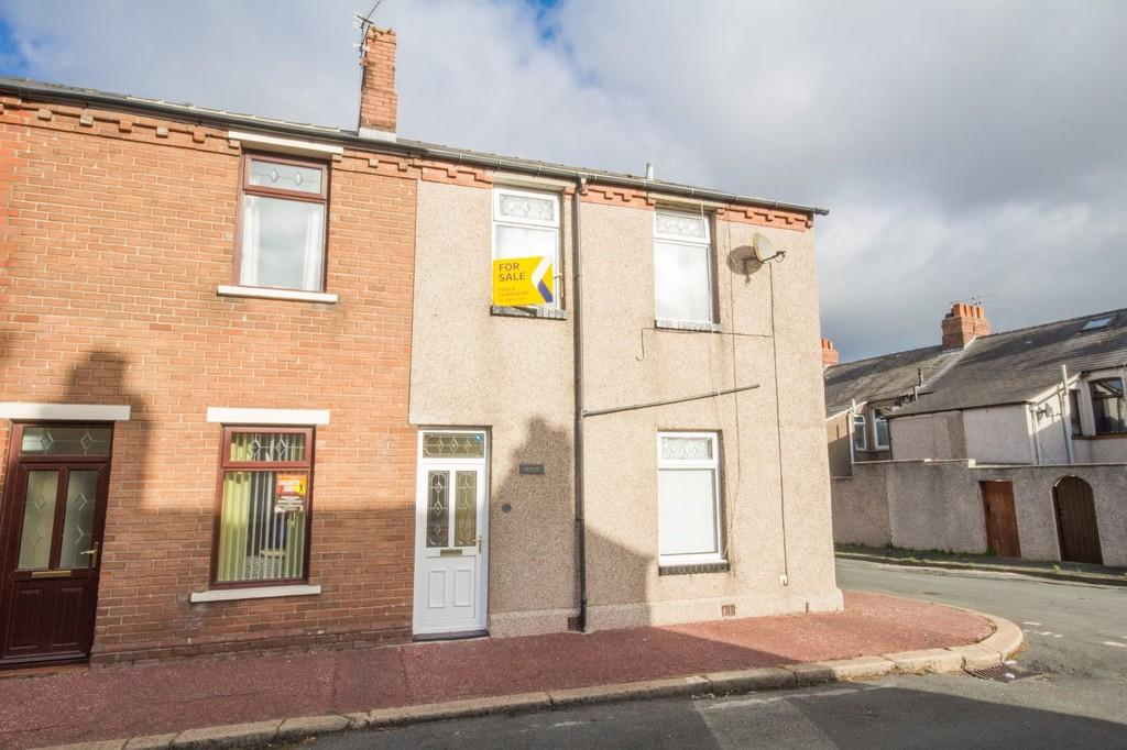3 Bedrooms End Of Terrace House for sale in Telford Street, Barrow
