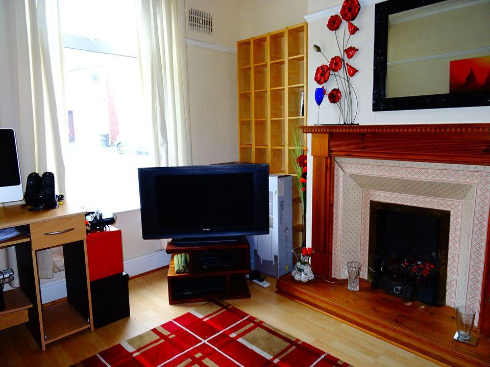 2 Bedrooms Terraced House for sale in 61 Rydal Road, Abbeydale, Sheffield, S8 0UR