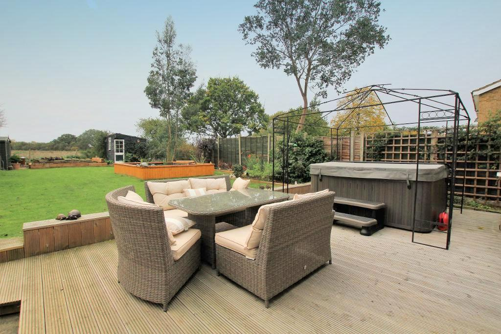 4 Bedrooms Detached House for sale in Whitworth Way, Wilstead, Bedfordshire, MK45 3EF