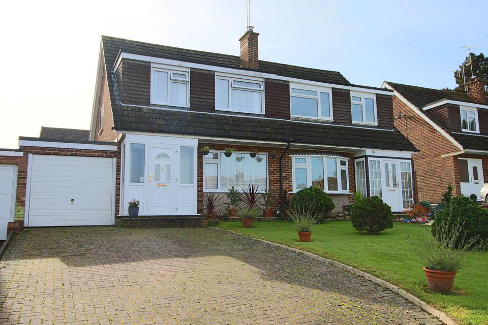 3 Bedrooms Semi Detached House for sale in Petworth Drive, Burgess Hill, West Sussex, RH15 8JT