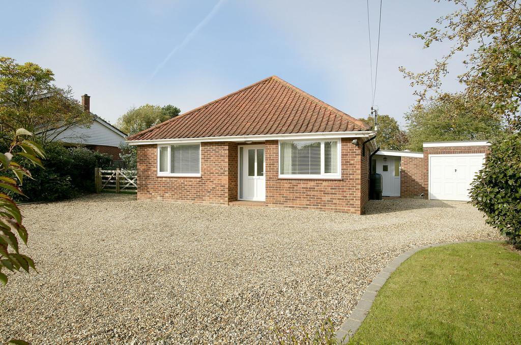 4 Bedrooms Chalet House for sale in School Lane, Little Melton
