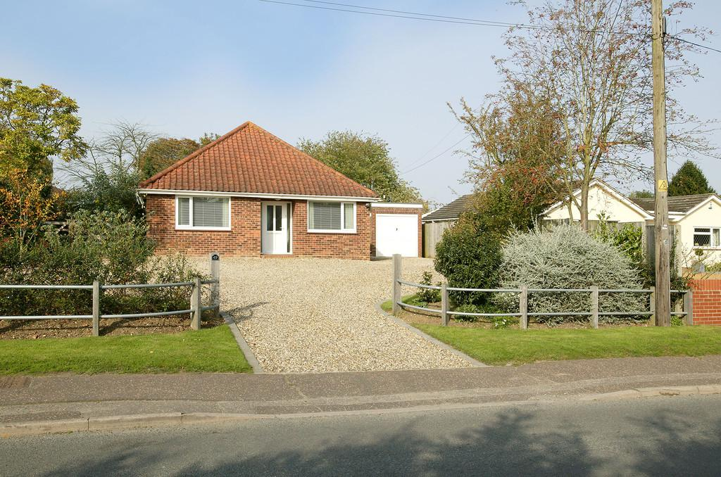 3 Bedrooms Detached Bungalow for sale in School Lane, Little Melton