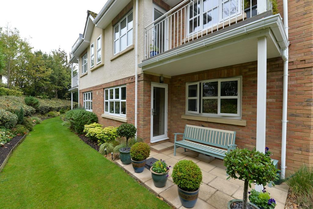 2 Bedrooms Ground Flat for sale in Lavender Walk, Barton on Sea