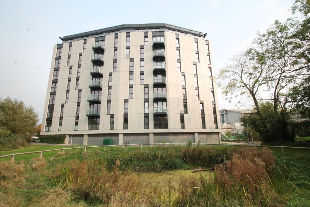 2 Bedrooms Apartment Flat for sale in Century Tower, Chelmsford