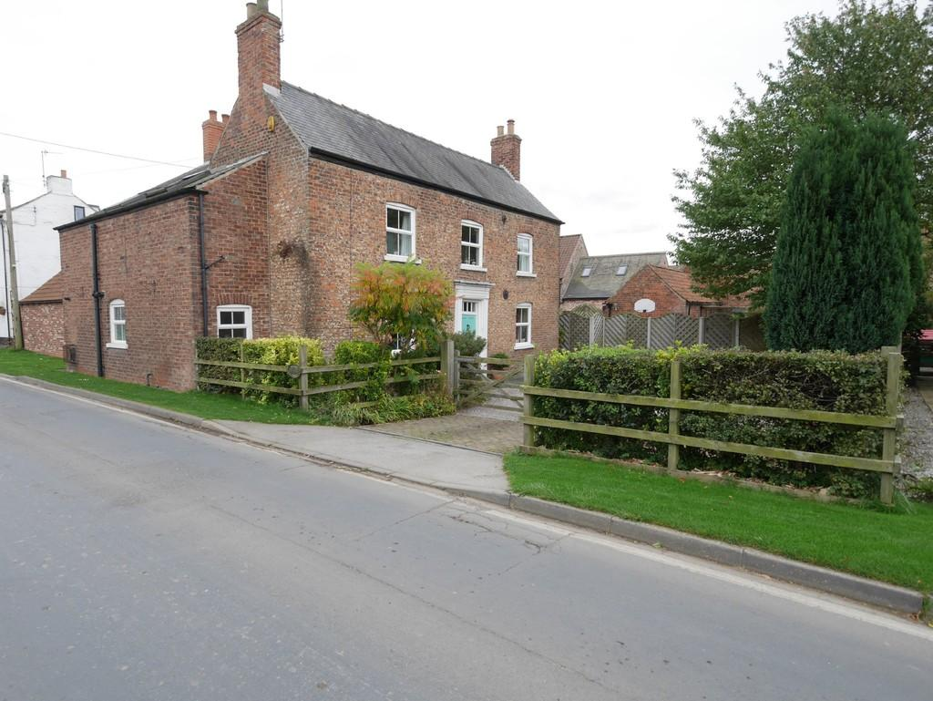 4 Bedrooms Detached House for sale in Main Street, Asselby