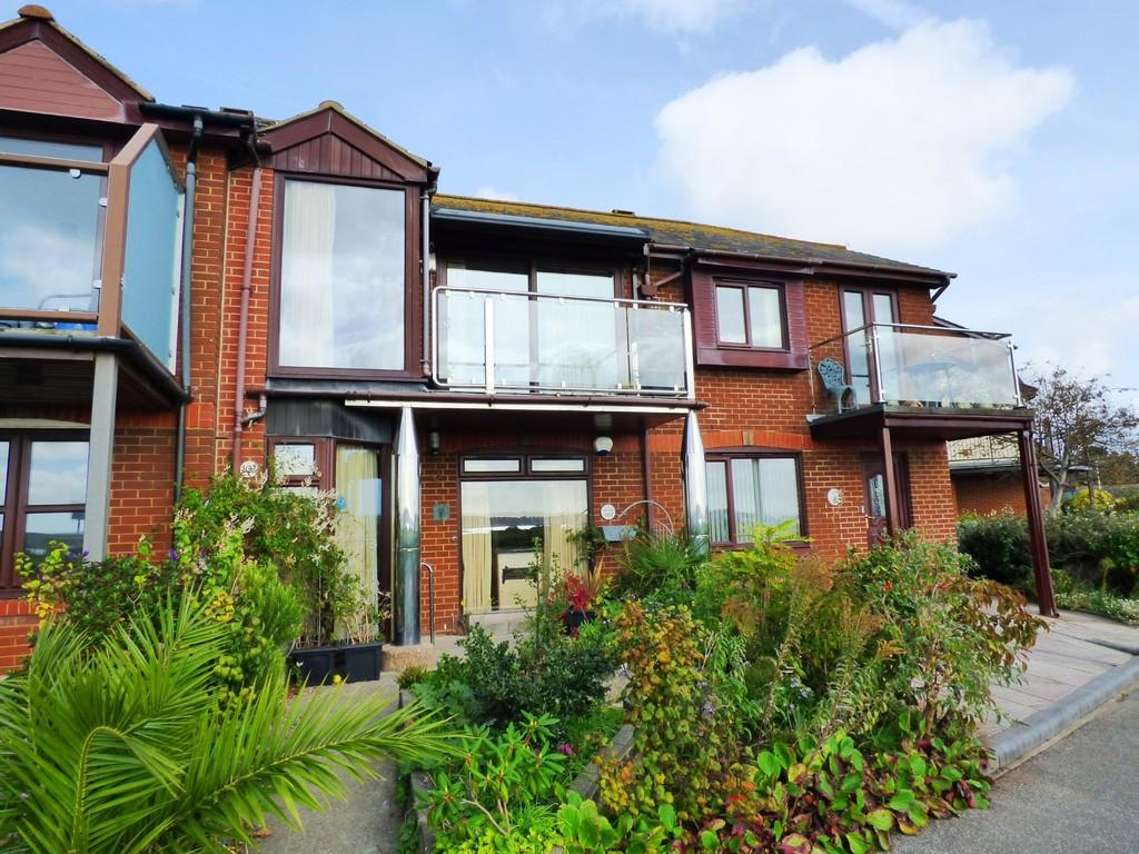 2 Bedrooms Terraced House for sale in BAITER PARK