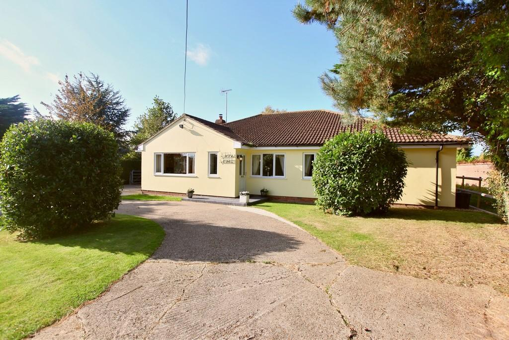 3 Bedrooms Detached Bungalow for sale in Layer Breton Hill, Layer Breton, CO2 0PP