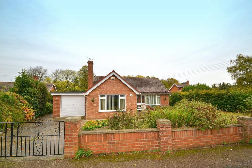 3 Bedrooms Detached Bungalow for sale in Larchwood Close, Ipswich, IP2 0DA