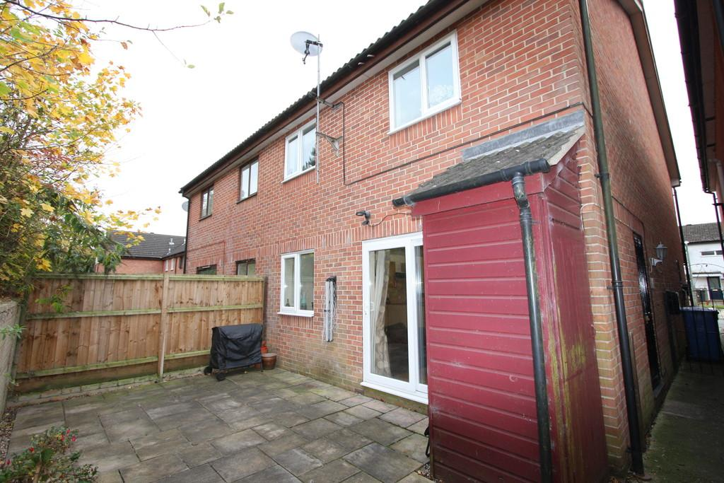2 Bedrooms End Of Terrace House for sale in Essex Avenue, Sudbury
