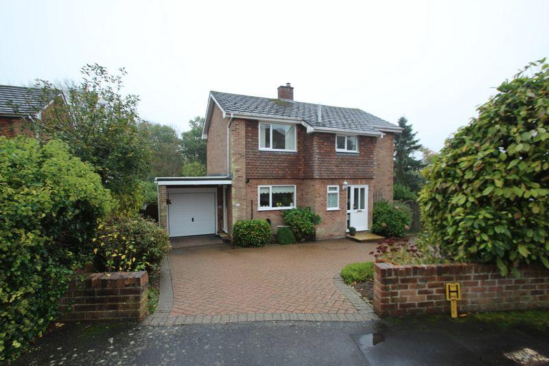 3 Bedrooms Detached House for sale in Woodland Way, Bidborough