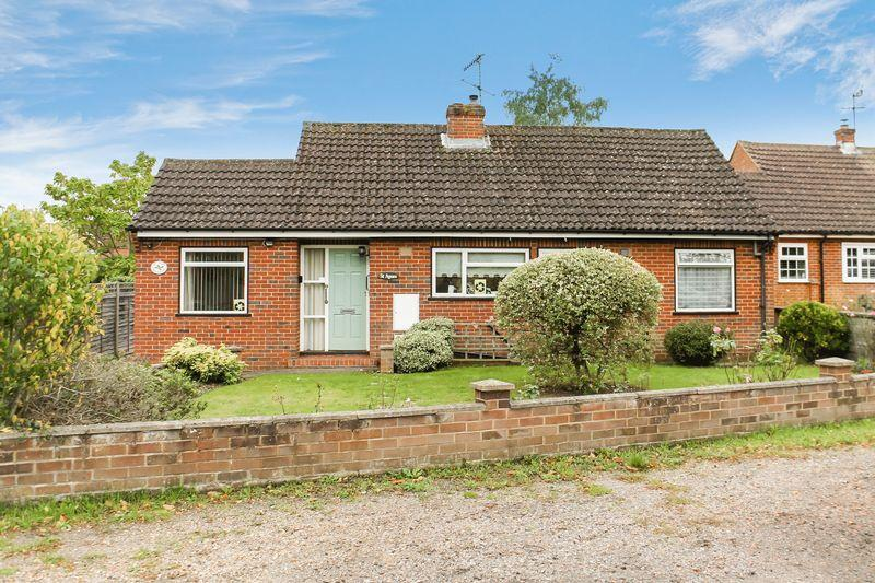 3 Bedrooms Detached Bungalow for sale in Jacob's Well, Guildford
