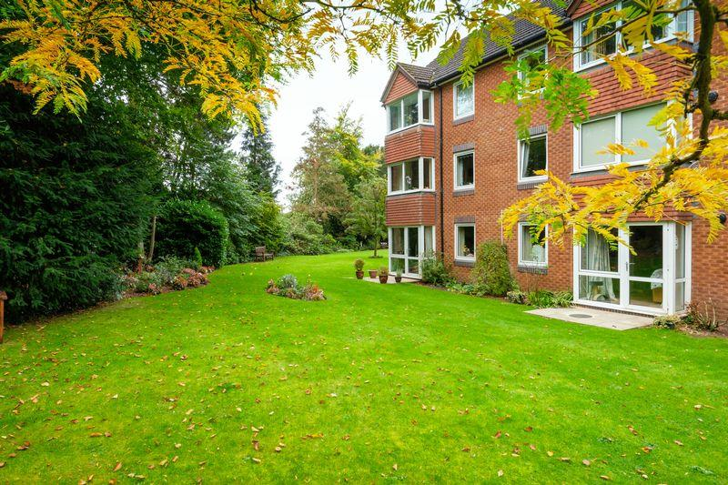 2 Bedrooms Apartment Flat for sale in Corfton Drive, Tettenhall, Wolverhampton