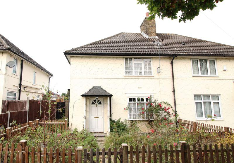 3 Bedrooms Semi Detached House for sale in Russell Lane, Whetstone
