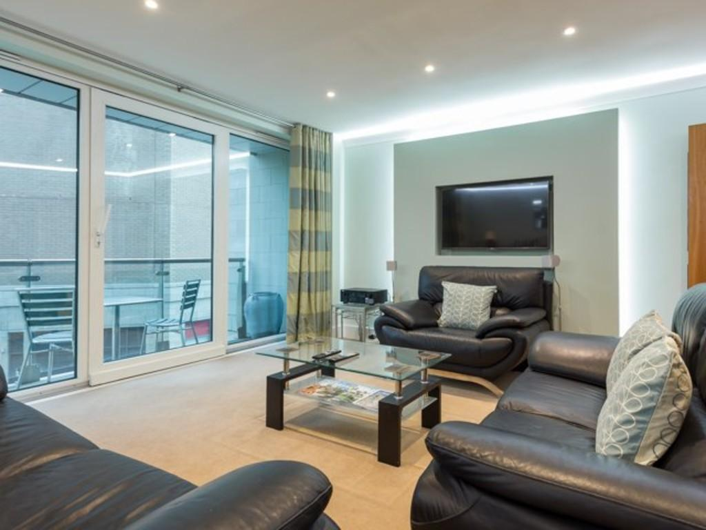2 Bedrooms Flat for sale in DOLPHIN QUAYS, THE QUAY