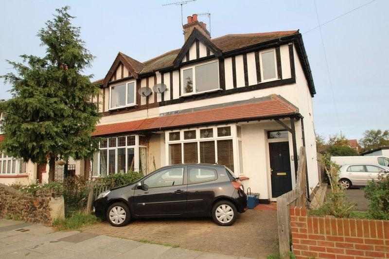 3 Bedrooms Semi Detached House for sale in Cavendish Gardens, Westcliff-On-Sea