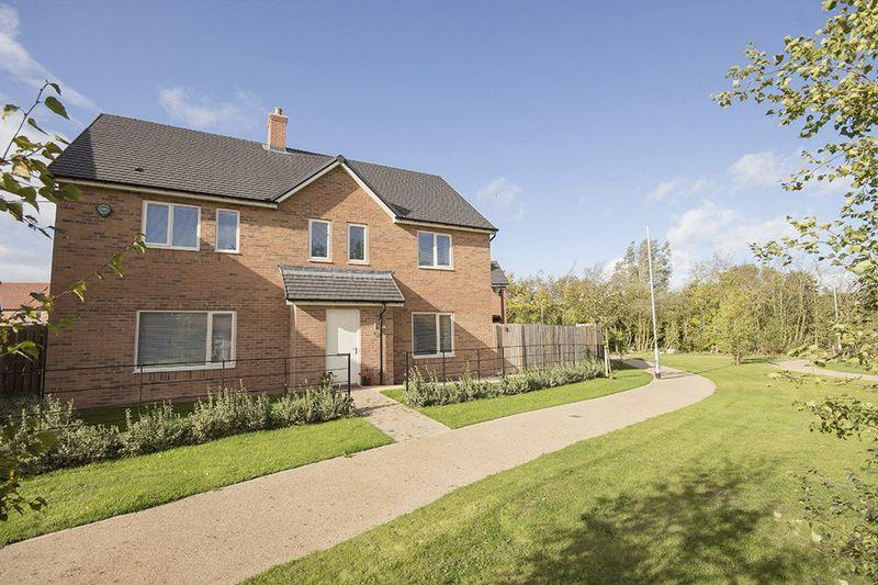 4 Bedrooms Detached House for sale in Eden Walk, Morpeth