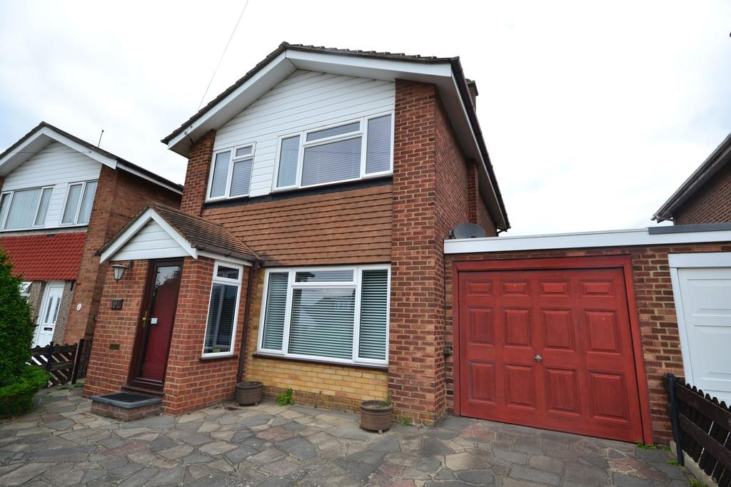 3 Bedrooms Detached House for sale in Abbotts Drive, Stanford-le-Hope, SS17