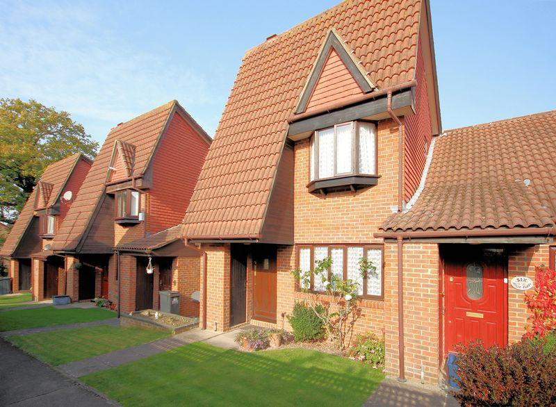 2 Bedrooms Terraced House for sale in Oxlip Close, Shirley Oaks Village
