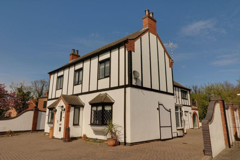 5 Bedrooms Detached House for sale in West End Road, Epworth