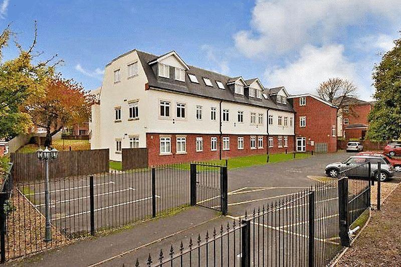 2 Bedrooms Ground Flat for sale in Birmingham New Road, Coseley