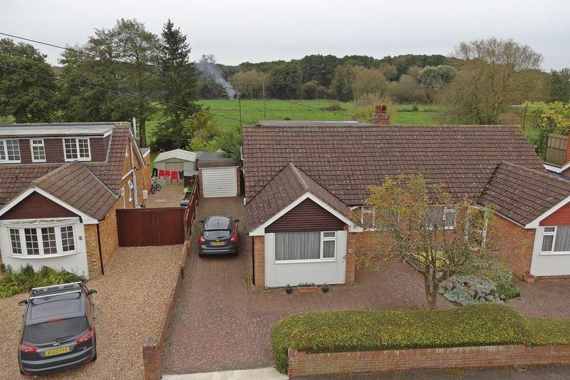 3 Bedrooms Semi Detached Bungalow for sale in Willow Way, Flitwick
